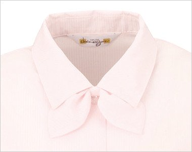 襟元はショールカラーで、取外し出来る同じ生地のリボン