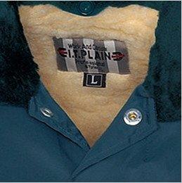 衿元はドットボタン付きで、インナーボア仕様