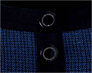 きらきら光るリングデザインの黒ボタン