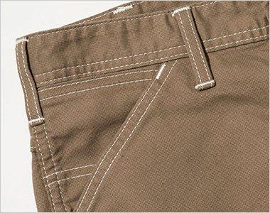 サイドには、出し入れしやすい斜めポケット。コインポケット付き