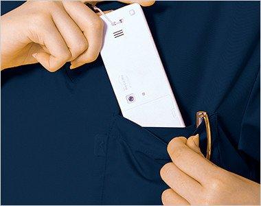 左胸にPHS専用ポケットと箱型ポケット