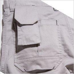 左バックポケットは携帯・スマホが収納できるポケット付き