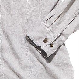 袖口のおしゃれなヴィンテージ感あるボタン