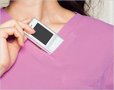 左胸 持ち運ぶ機会が多いPHSの収納ポケット付き。重みを分散する独自の設計で肩こりを防ぎ、長時間持ち運ぶ際の悩みも解消。