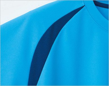 可動域が広がって肩や腕が動かしやすいラグラン袖