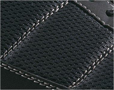 通気性抜群のメッシュを広く使用しムレにくい履き心地に。