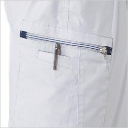 右ラットポケットはファスナー仕様でペン差し付き