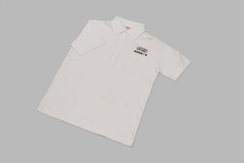 最初に制作したのはシンプルな白のポロシャツ