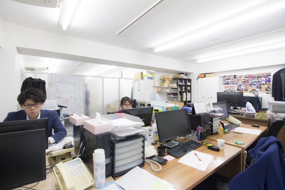オフィスの一角には派遣スタッフと撮影した写真などが飾られている